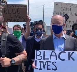 """BLM supporter Tom Wolf marches in BLM parade with """"Blue Lives Murder sign"""""""